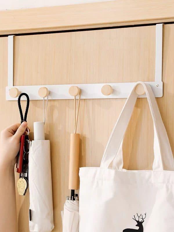Móc treo quần áo sau cửa không khoan