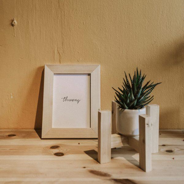 """Khung ảnh """"Thương"""" - Khung ảnh để bàn 25x21cm bằng gỗ tự nhiên"""
