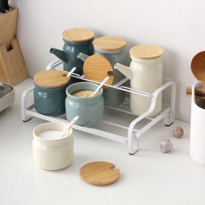 Bộ 6 lọ đựng gia vị, hũ gia vị và chai đựng dầu bằng sứ cao cấp kèm kệ sắt và thìa - cutam.homedecor